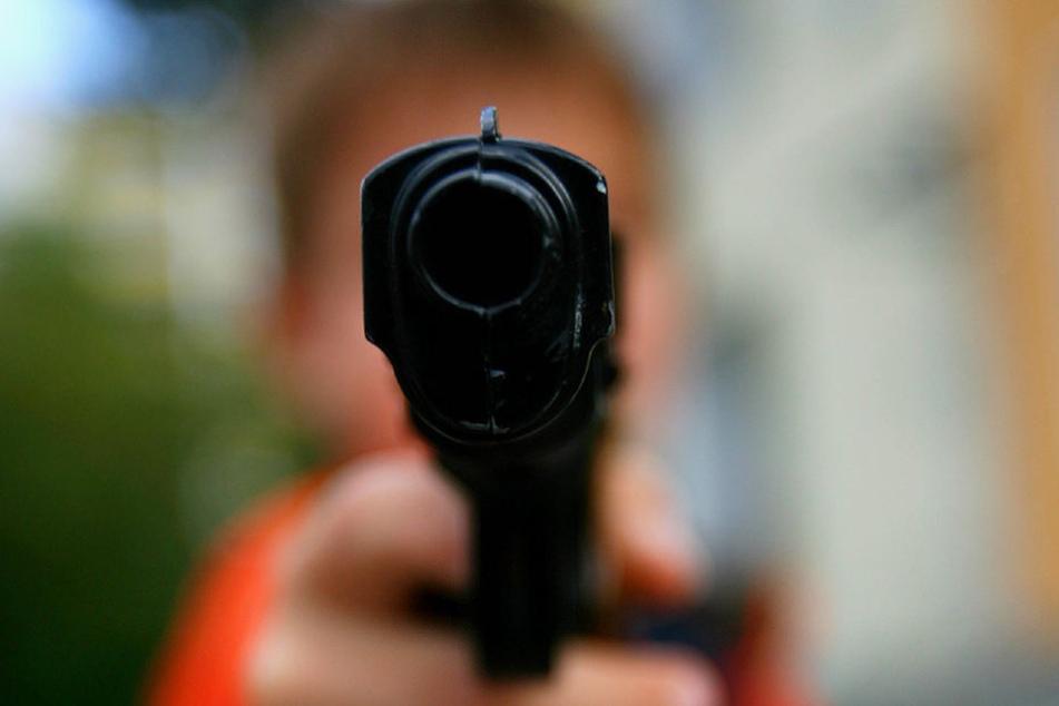 Mit einer Softair-Waffe verletzten zwei Schüler ein Mädchen am Bein. (Symbolbild)