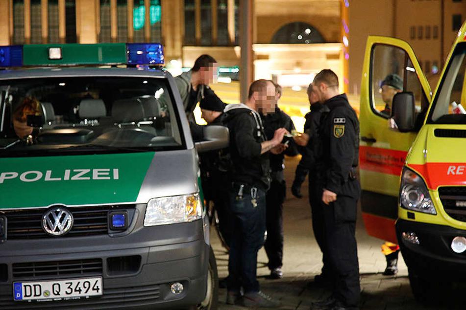Die Polizei war mit einem Großaufgebot an der Zentralhaltestelle vor Ort.