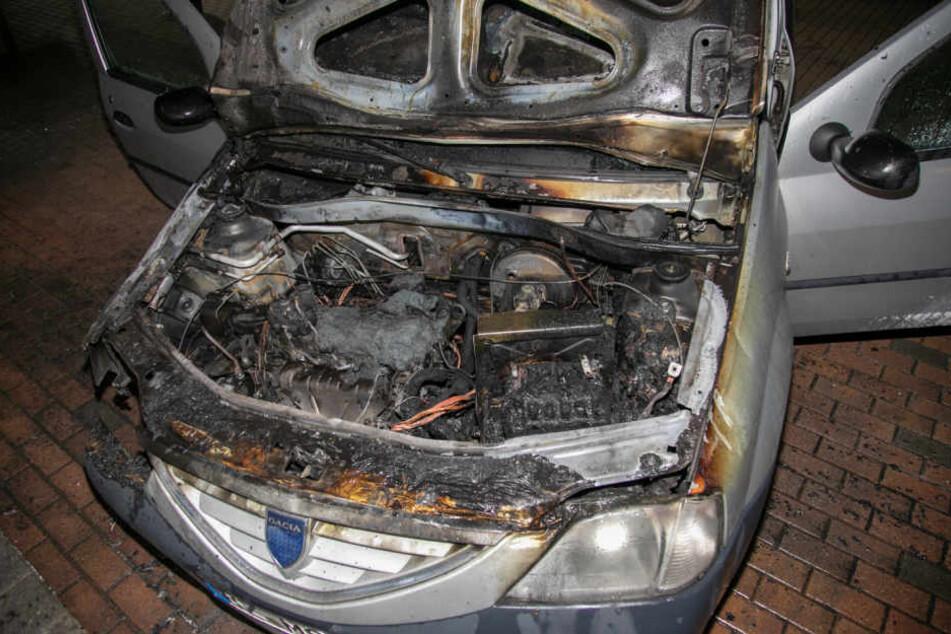Das Feuer war im Motorraum des Auto ausgebrochen. Er wurde stark in Mitleidenschaft gezogen.