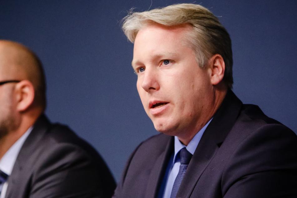 Jörg Nobis (AfD) spricht während einer Pressekonferenz.