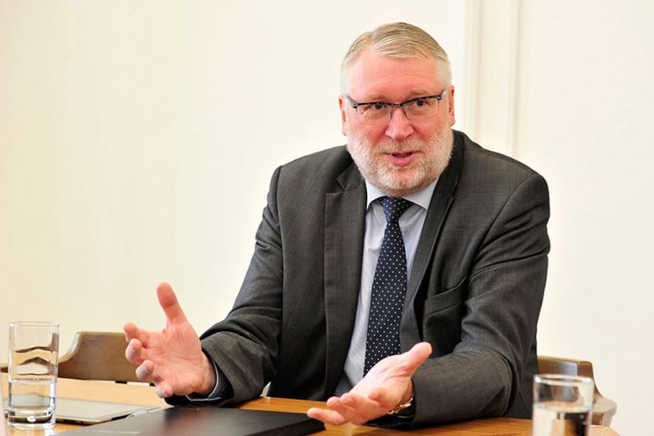 Landrat Matthias Damm (62,  CDU).
