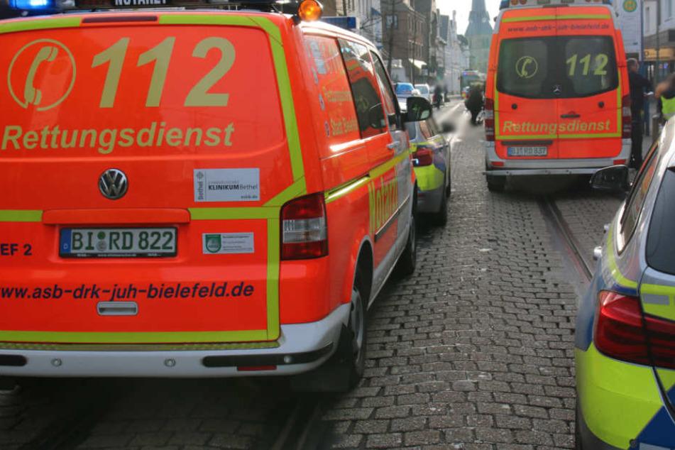 Der Notarzt versorgte die Schwerverletzte direkt vor Ort.