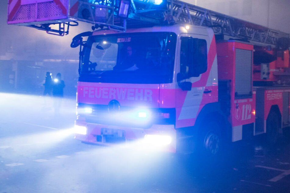 Mehr als 100 Feuerwehr-Kräfte waren im Einsatz (Symbolbild).