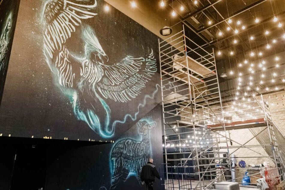 An der Wand des neu errichteten Foyers im Mehr!-Theater ist ein Patronus-Motiv gemalt.
