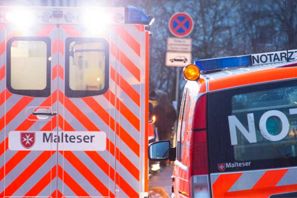 Der 44-jährige Lkw-Fahrer wurde eingeklemmt und schwer verletzt (Symbolbild).