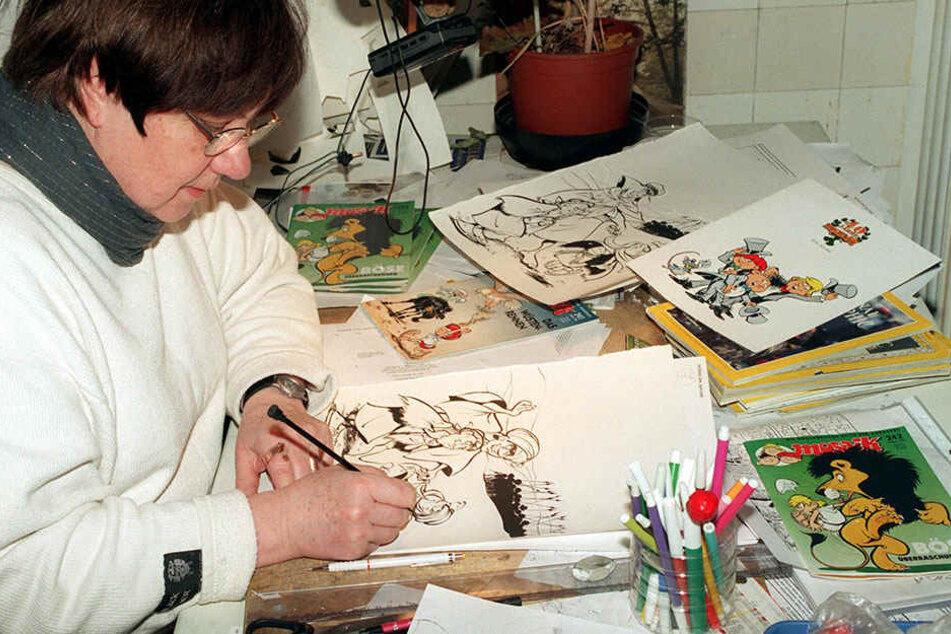 Comic-Zeichnerin Lona Rietschel 1996 bei ihrer Arbeit.