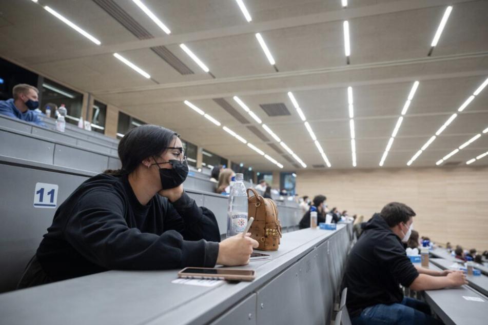 Im Wintersemester könnten zahlreiche Studenten wieder zurück in die Unis in Sachsen-Anhalt kehren.