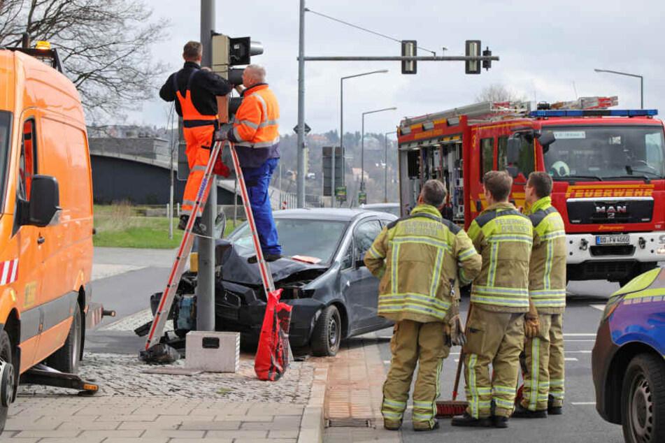 Die Fahrerin wurde verletzt ins Krankenhaus gebracht.