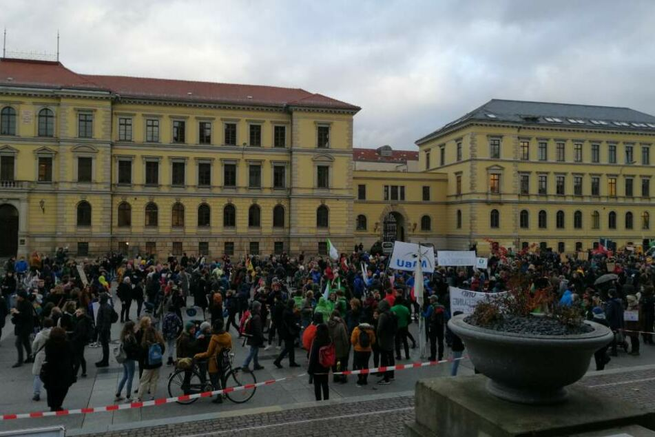 Etwa 5000 Demo-Teilnehmer waren bei der Stadt angemeldet.