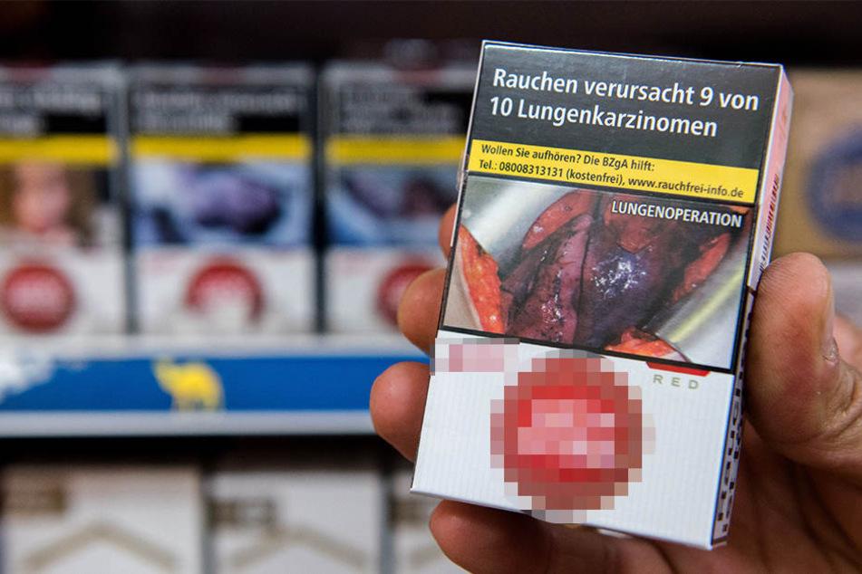 Solche Schockfotos auf Zigarettenpackungen müssen im Supermarkt nicht zwangsweise sichtbar aufgestellt werden. So hat es das Landgericht München jetzt entschieden.