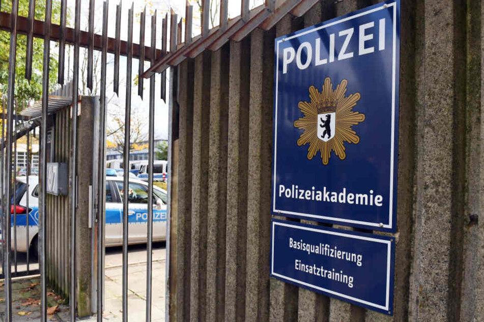 Am Montag kommt der Innenausschuss im Abgeordnetenhaus zusammen, um eine Lösung für die Probleme an der Berliner Polizeischule zu suchen. (Symbolbild)