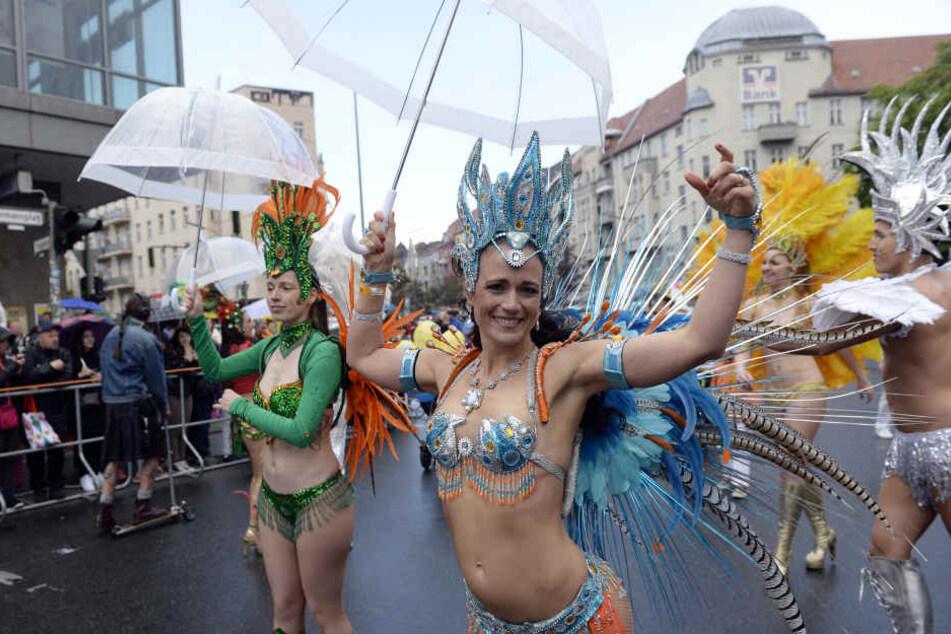 Auch in diesem Jahr werden Samba-Tänzerinnen ihre Hüften beim Karneval der Kulturen schwingen.