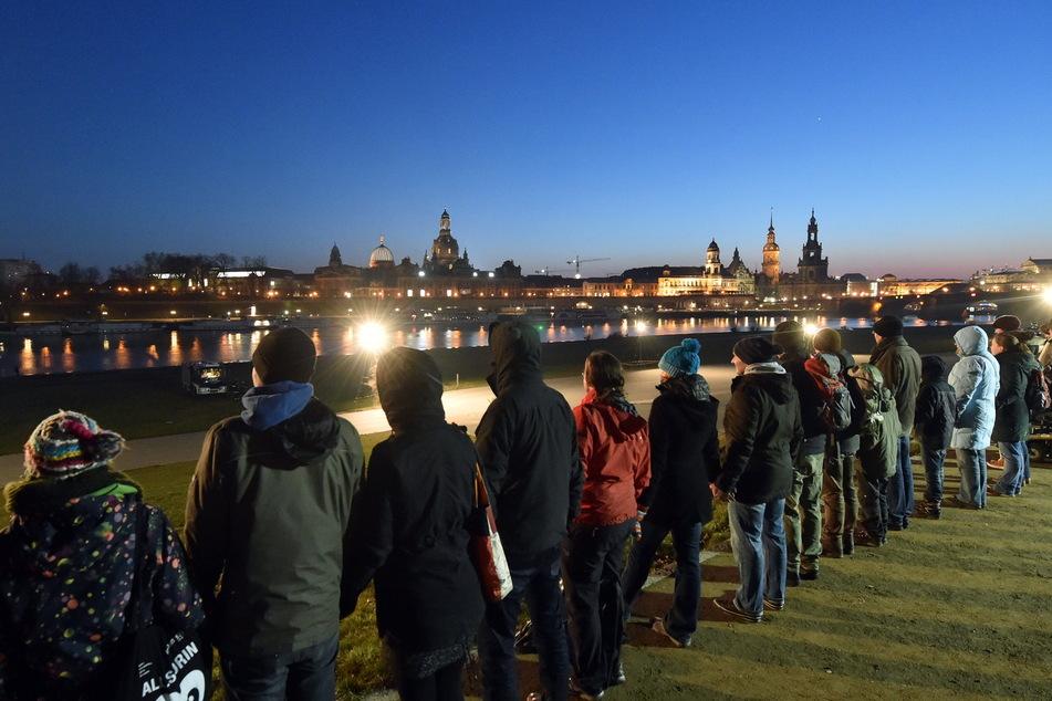 Seit 2010 schützt eine Menschenkette die Dresdner Innenstadt. Dieses Jahr fällt die Aktion aus.