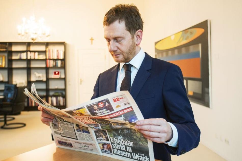 Konzentrierter Leser: MP Michael Kretschmer beim morgendlichen Studium der Morgenpost.
