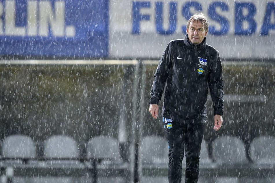 Jürgen Klinsmann bei seinem ersten Training als Hertha-Trainer.