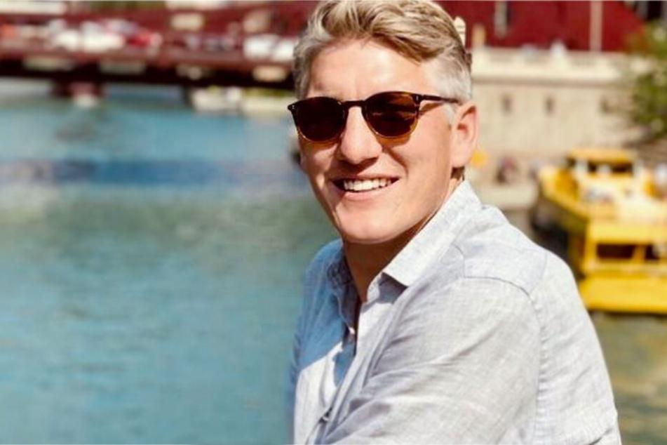 Schweinsteiger grüßt seine Fans, dann meldet sich plötzlich Thomas Müller