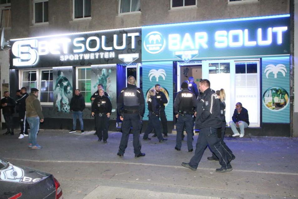 Am späten Freitagabend durchsuchte die Polizei verschiedene Lokale in Berlin-Wedding.
