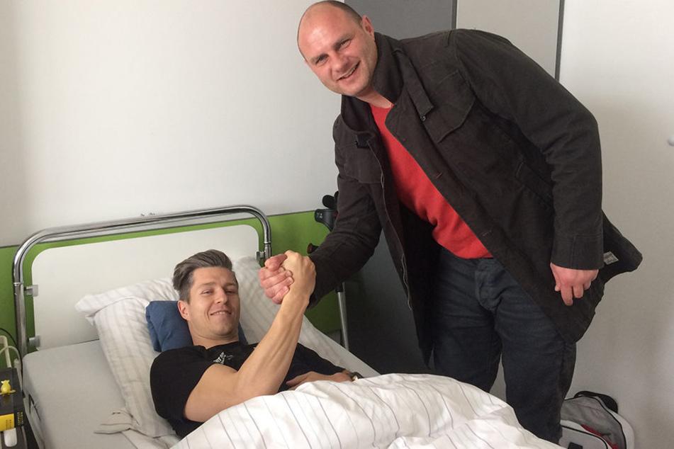 FSV-Sportdirektor David Wagner (r.) besuchte Christoph Göbel am Krankenbett.