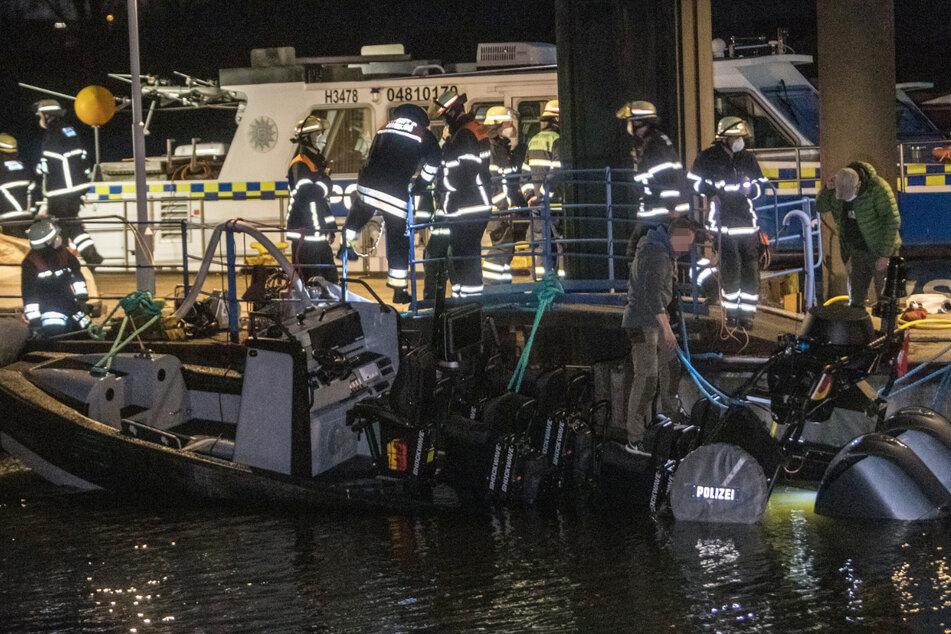 Wassereinbruch! Sauteures SEK-Speedboot droht, im Hafen zu sinken