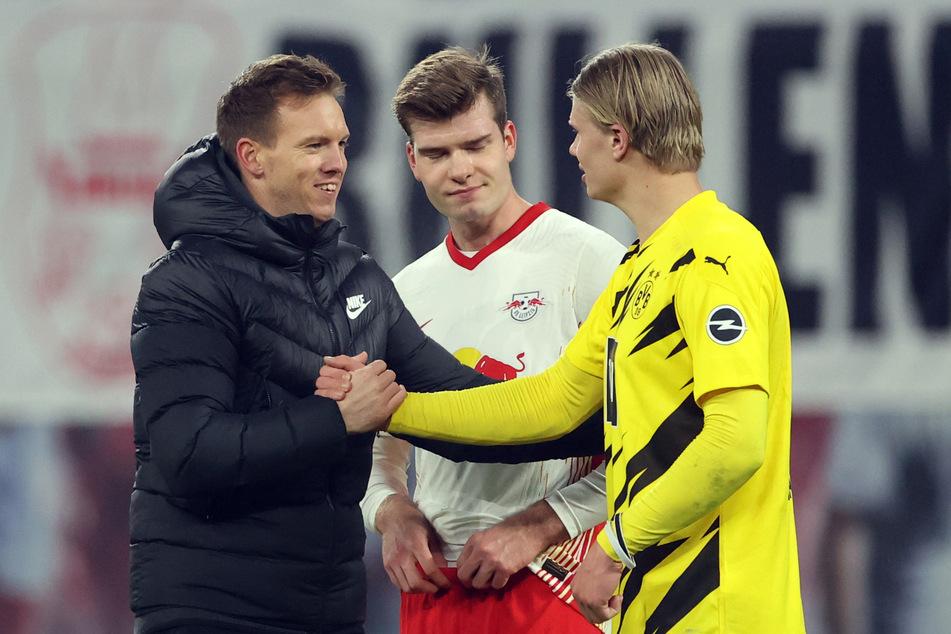Faires Handshake nach Abpfiff: RB Leipzigs Trainer Julian Nagelsmann (l.) beglückwünscht Erling Haaland (r.) zu seinem Doppelpack. Alexander Sörloth (M.) erzielte immerhin sein erstes Bundesliga-Tor.