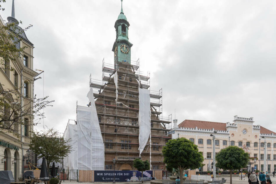 Der Sturm nagte am Gerüst des Gewandhaus: Die Probleme bei der Sanierung des 500 Jahre alten Gebäudes reißen nicht ab.