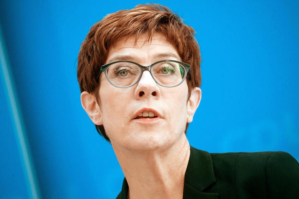 CDU-Chefin Annegret Kramp-Karrenbauer hat den Forderungen des sächsischen Ministerpräsidenten widersprochen.