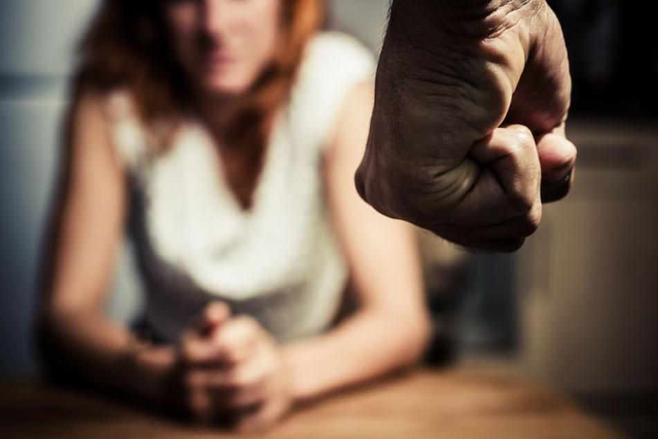 Gewalt gegen die Partnerin hinter verschlossenen Türen (Symbolfoto)