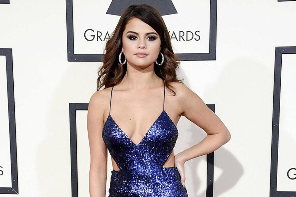 Selena Gomez (24) hat einfach ein Wahnsinns-Dekolleté. Aber hat sie vielleicht doch nachhelfen lassen?