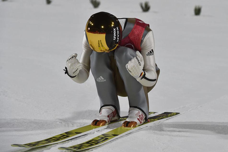 Andreas Wellinger aus Deutschland jubelt nach seinem Sprung.