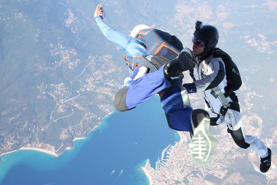 Drama in der Luft: Frau stürzt über 1.500 Meter ungebremst in die Tiefe