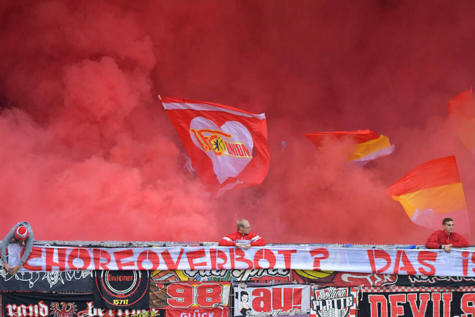 Auch die Ultras von Union Berlin brennen mal ganz gerne Pyrotechnik – so wie hier beim Spiel in Sandhausen Anfang September.