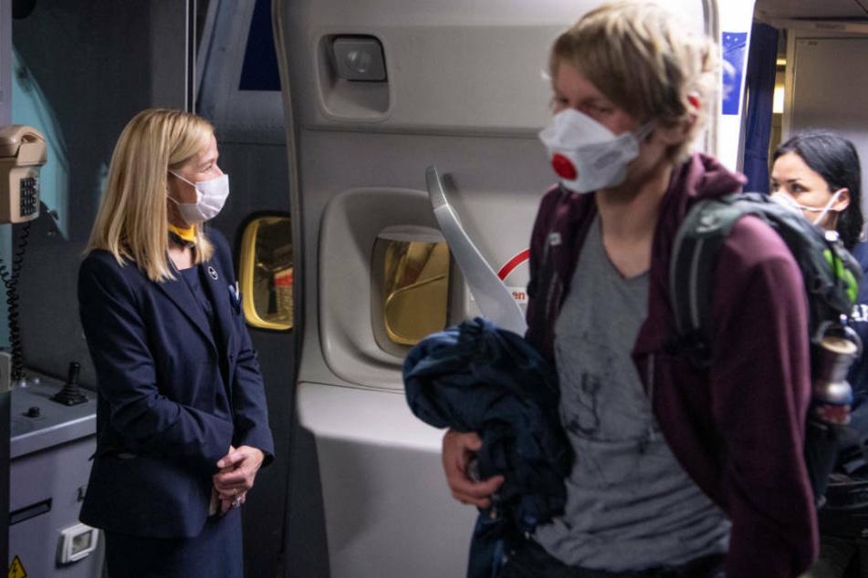 Ab Montag (4. Mai) gilt die Maskenpflicht an Bord von Lufthansa-Maschinen (Archivbild).