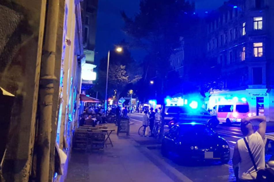 Auf Höhe der Idastraße ist am Donnerstagabend auf der Eisenbahnstraße wieder ein Wohnhaus in Brand geraten.