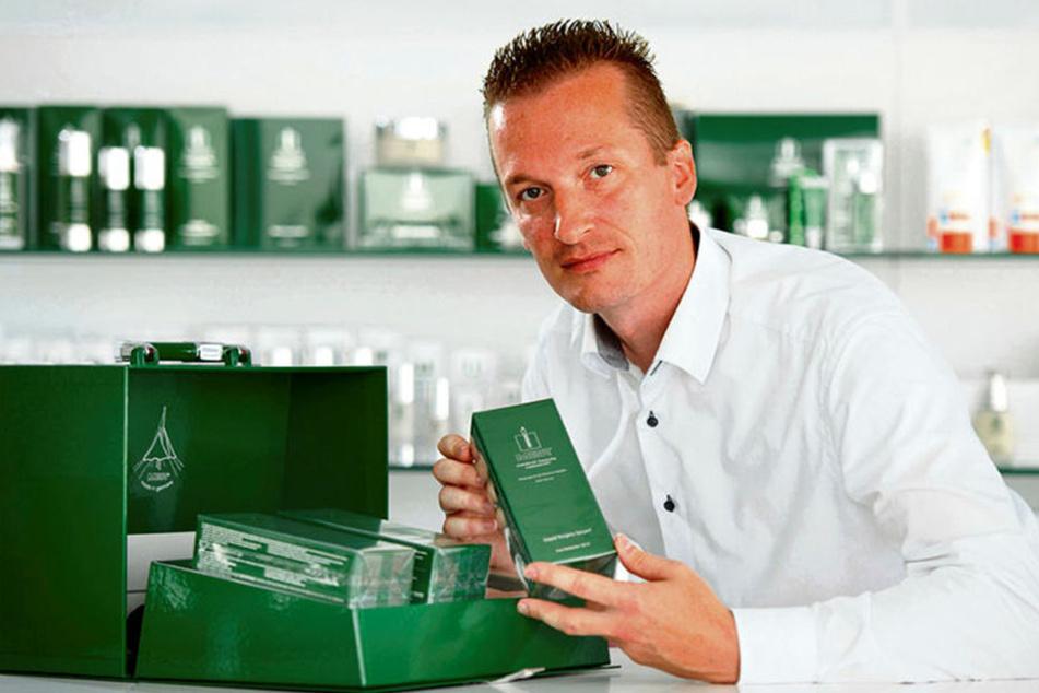 """Auch privat setzt MBR-Betriebsleiter Ronald Behrens (39) auf die Hautpflege """"an der Grenze zur Medizin""""."""