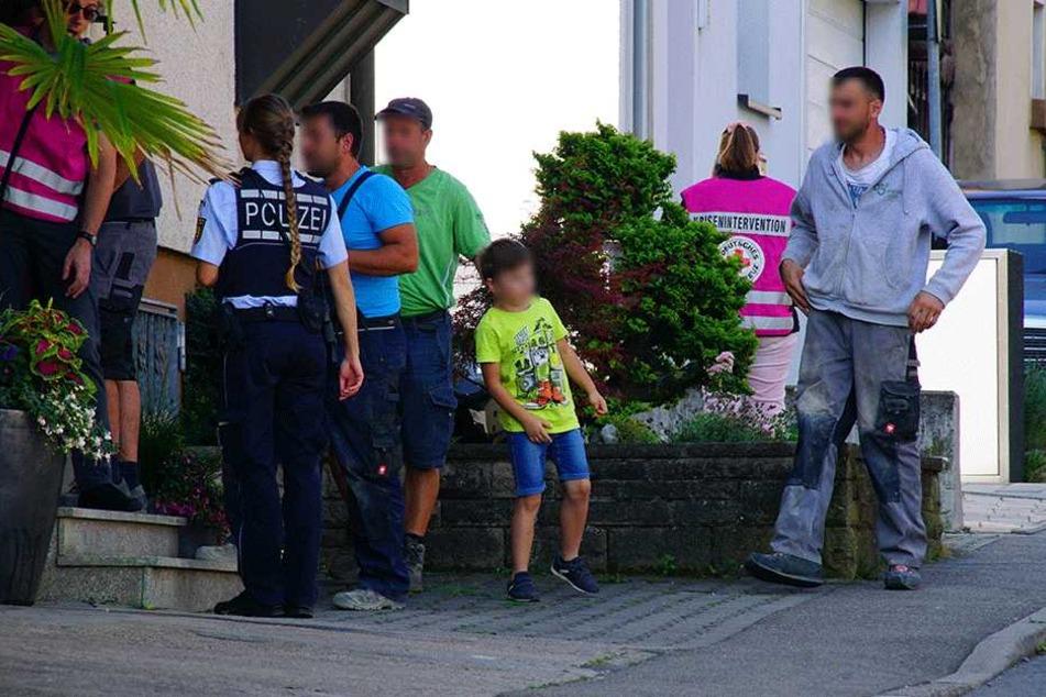 Polizei und Helfer vor Ort.