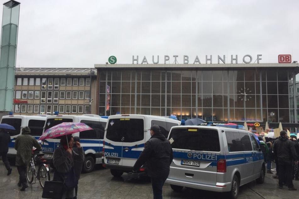 Die Polizei sicherte die Demo ab.