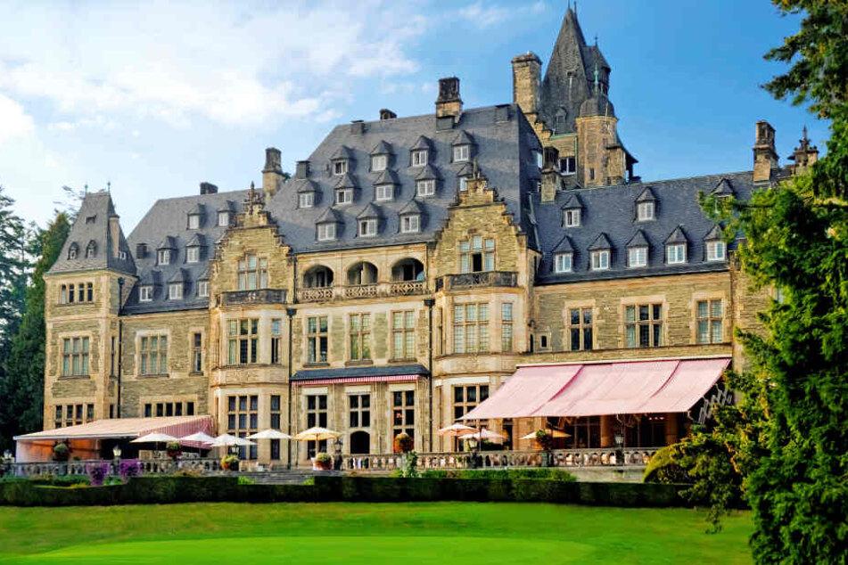 Nach der Bombendrohung musste das Schlosshotel Kronberg geräumt werden (Archivbild).