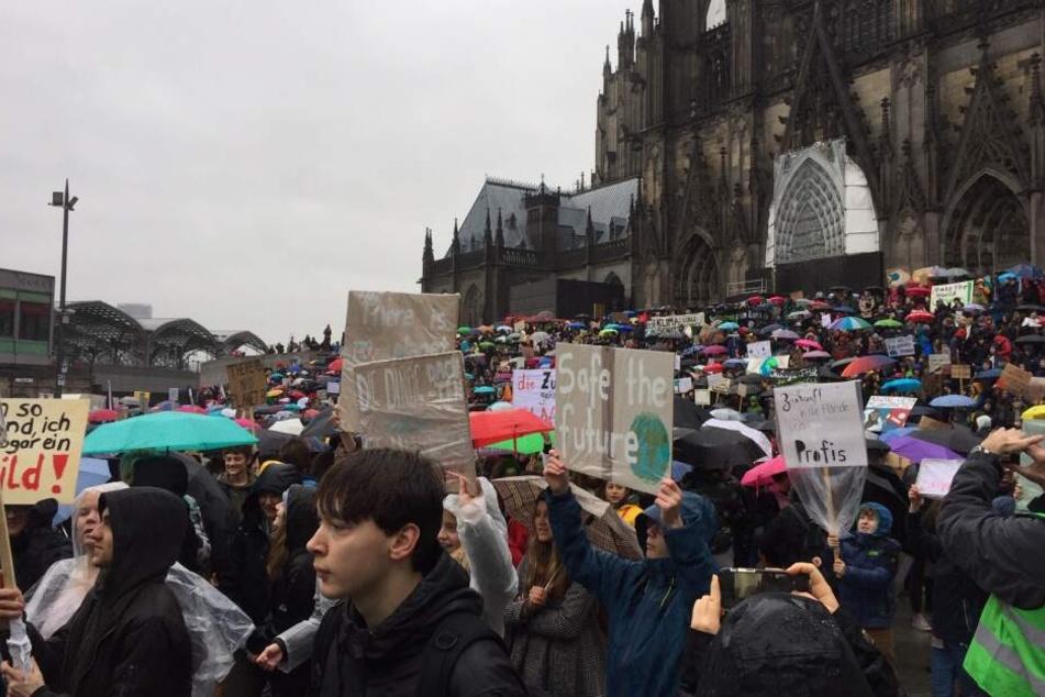 Bei der Demo forderten Jugendliche einen besseren Klimaschutz.
