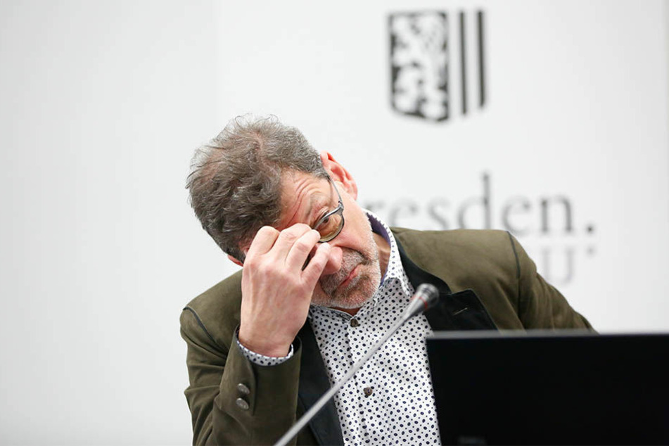 Straßenbauamts-Chef Reinhard Koettnitz (62) ist einer von vielen Grippe-Kranken in der Stadtverwaltung.