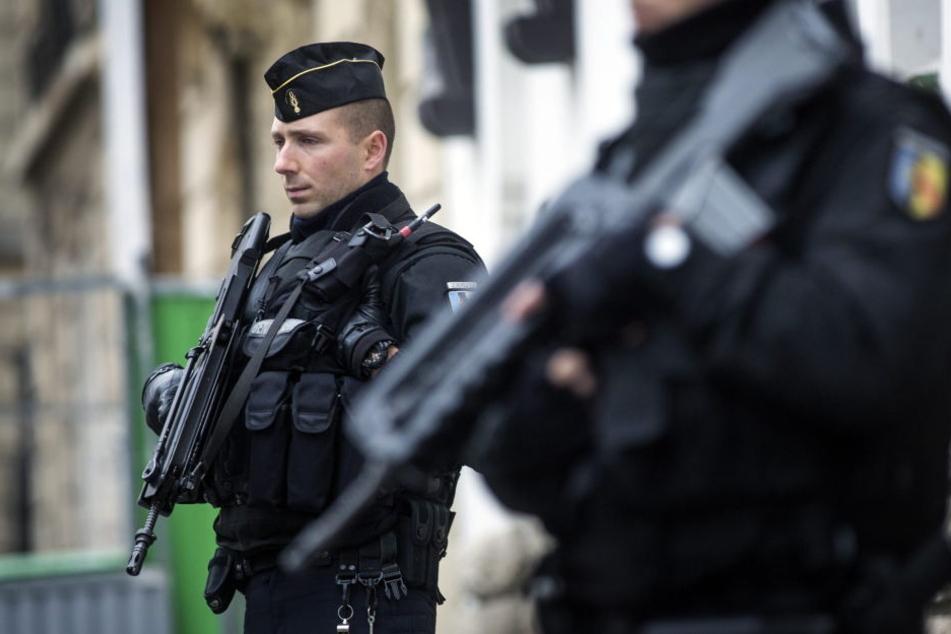 Kurz vor der Wahl am Sonntag wurden in Marseille zwei Terrorverdächtige festgenommen.