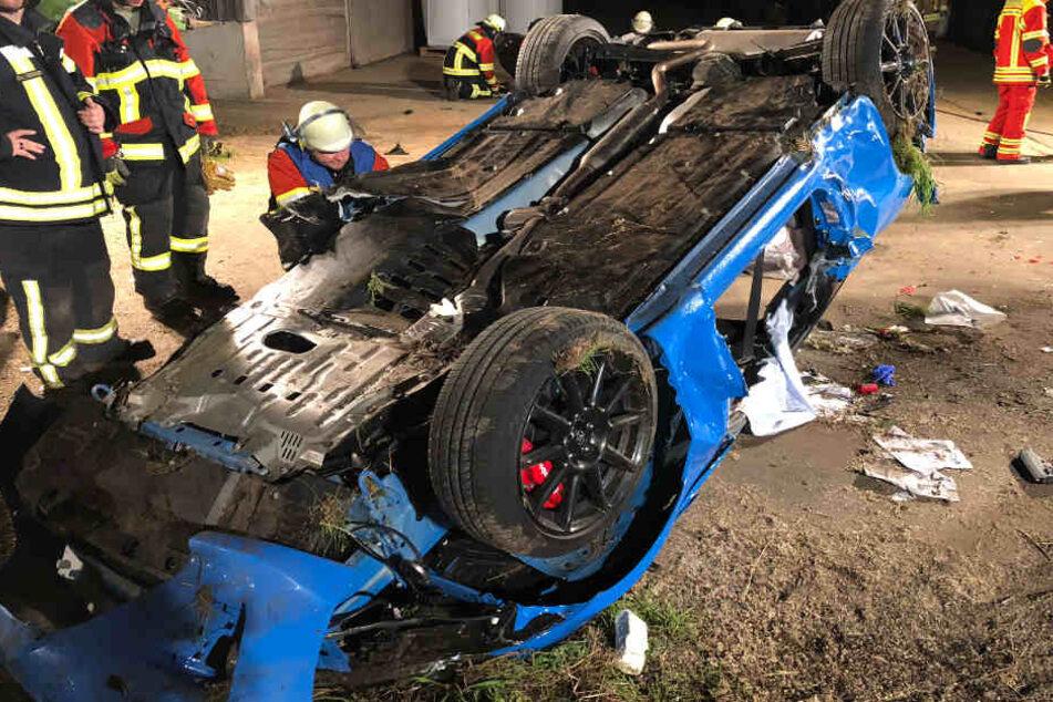 In Bayern hat ein 25 Jahre alter Autofahrer die Kontrolle über seinen Toyota verloren.