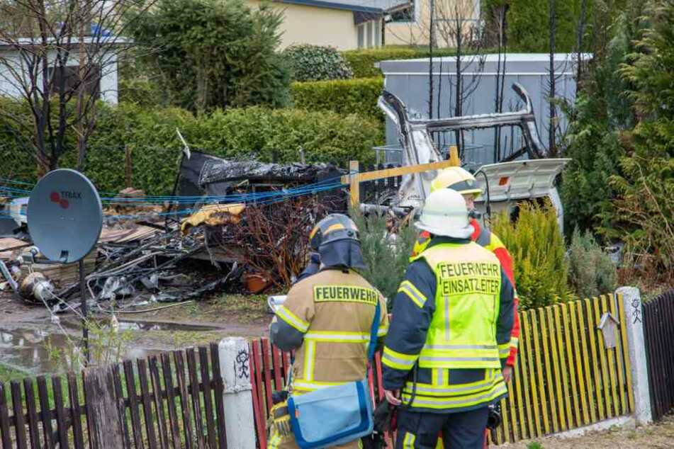 Ein Übergreifen der Flammen auf auf eine benachbarte Garage und ein Wohnhaus konnte verhindert werden.