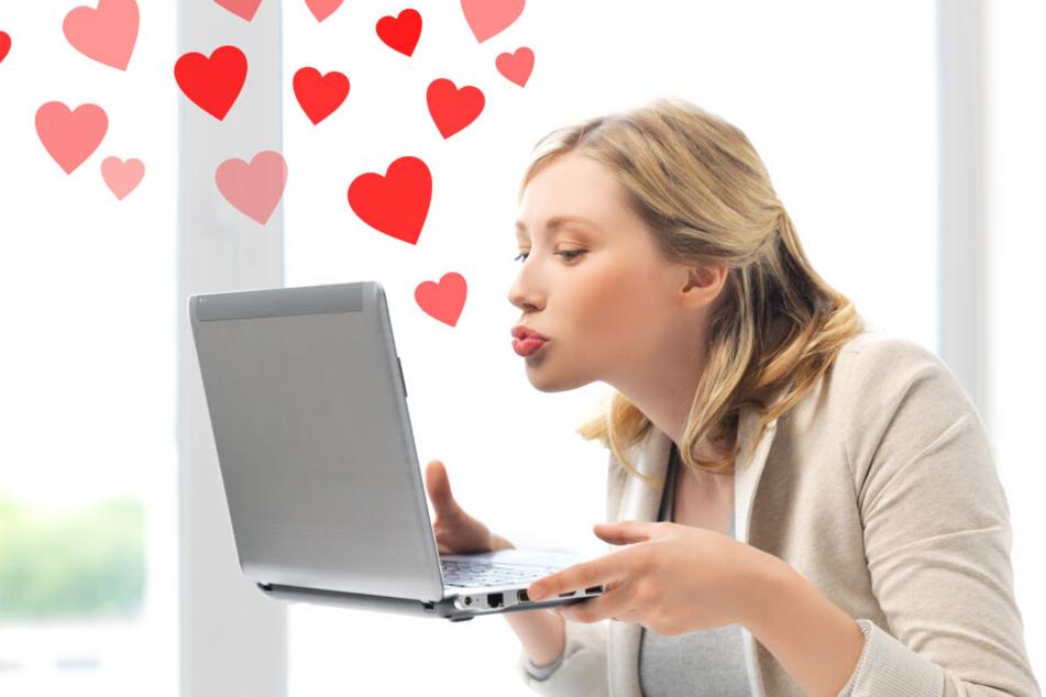So wie diese Frau hoffen viele Menschen durch Online-Dating ihr Glück zu finden.