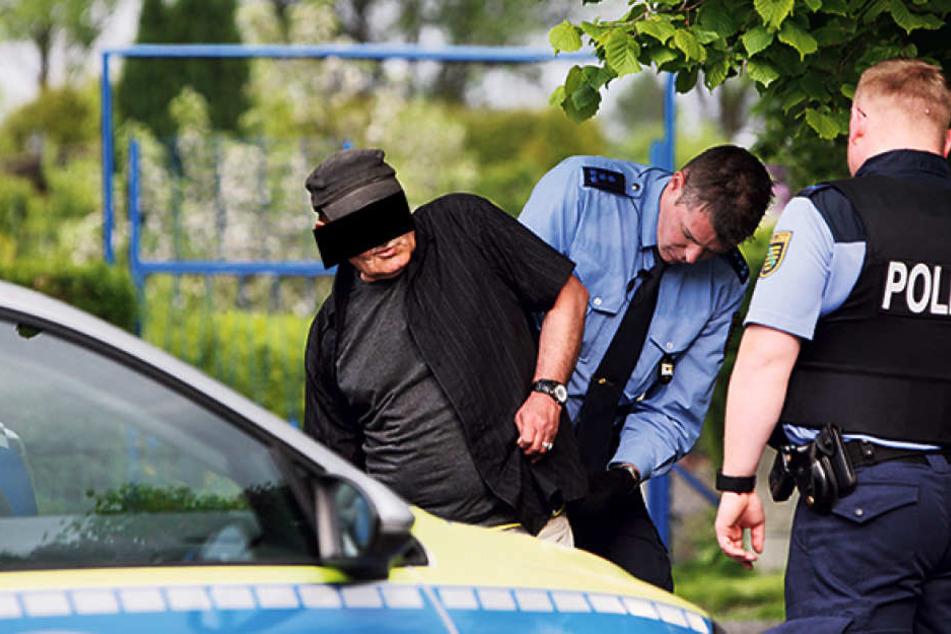 Vor Ort kontrollierte die Polizei den Afghanen (58) auf weitere Waffen.