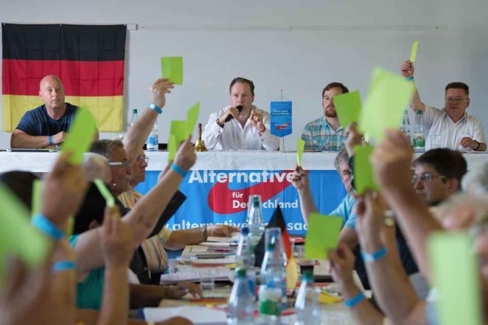 Leipzigs AfD-Kreisvorsitzender Siegbert Droese (m.) sprach in Dohna anlässlich des Kreisparteitag des AfD-Kreisverband Sächsische Schweiz-Osterzgebirge.