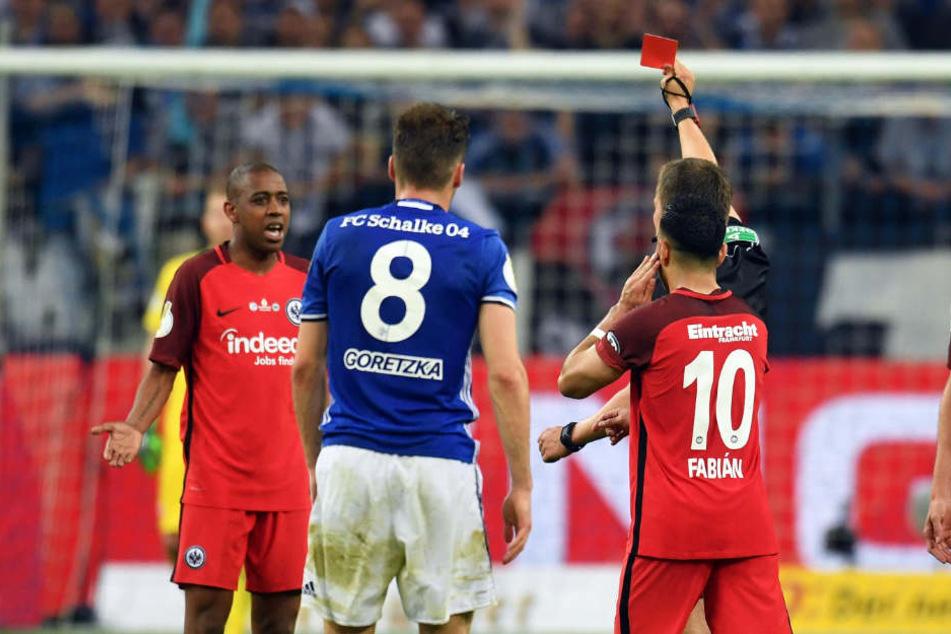 Gelson Fernandes (l.) sah in der 81. Minute die Rote Karte.