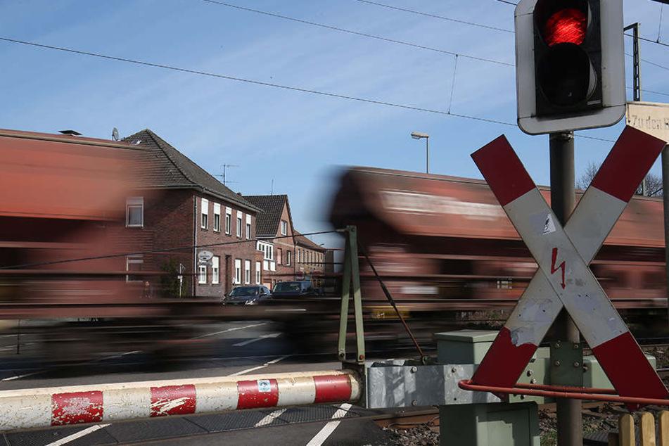 Zwischen Holzdorf und Kranichfeld in Thüringen müssen Zugreisende auf den Schienenersatzverkehr ausweichen. (Symbolbild)