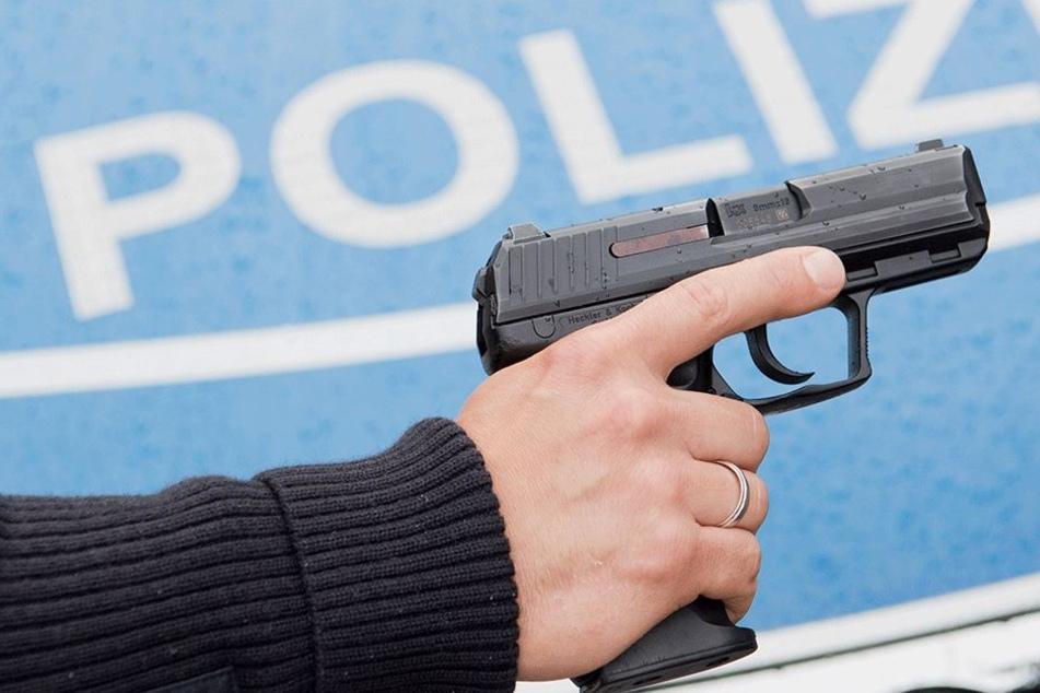 Die Angreiferin wurde von dem Polizisten in den Oberschenkel geschossen. (Symbolbild).