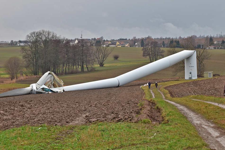 Knickte um ein wie ein Strohhalm: Beim Absturz des Windrades wurde zum Glück niemand verletzt. Es lief auch kein Öl aus.