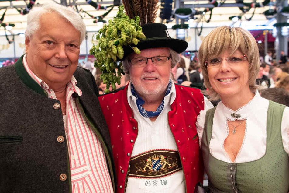 Jürgen Westenthanner, ehemaliger Bürgermeister von Pullach, Stammgast Günter Werner (M) und Cornelia Zechmeister, 2. Bürgermeisterin von Pullach.